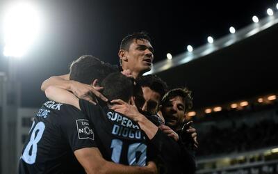 El Porto venció a domicilio 2-0 al Vitória