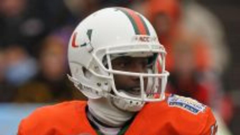 El Quarterback Jacory Harris está entre los Huracanes de Miami suspendid...