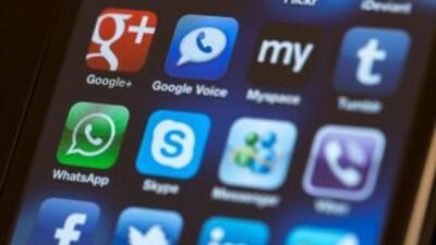 La aplicación para teléfonos móviles, WhatsApp permite el envío de mensa...