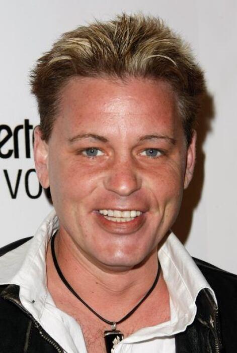 El 10 de marzo de 2010, Corey murió a los 38 años debido a una neumonía...