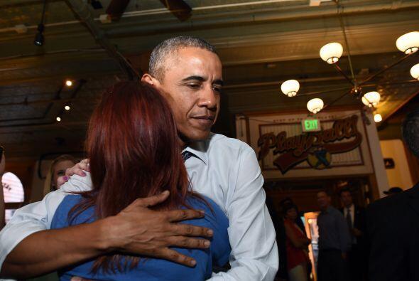 """Estoy encantado de que estén aquí"", dijo Obama al grupo."