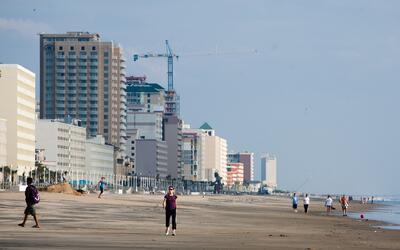 Virginia Beach es una ciudad de 450,000 personas, en el estado del mismo...