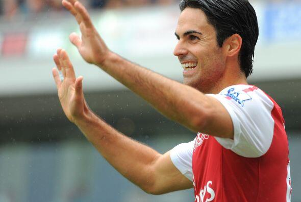 El español Mikel Arteta anotó su primer tanto con la camiseta roja y vol...