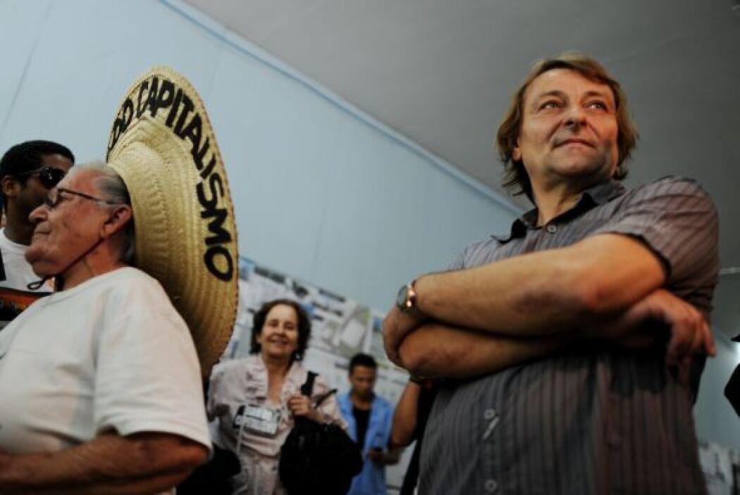 Battisti fue arrestado en 2007 en Río de Janeiro después de ocultarse en...