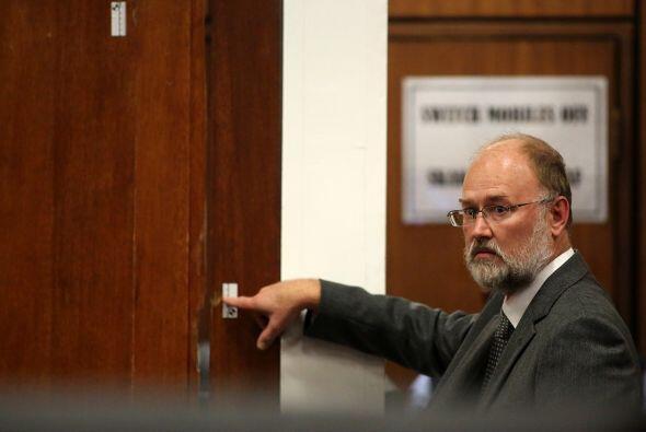 Otro detalle importante es la evidencia forense y la puerta a través de...