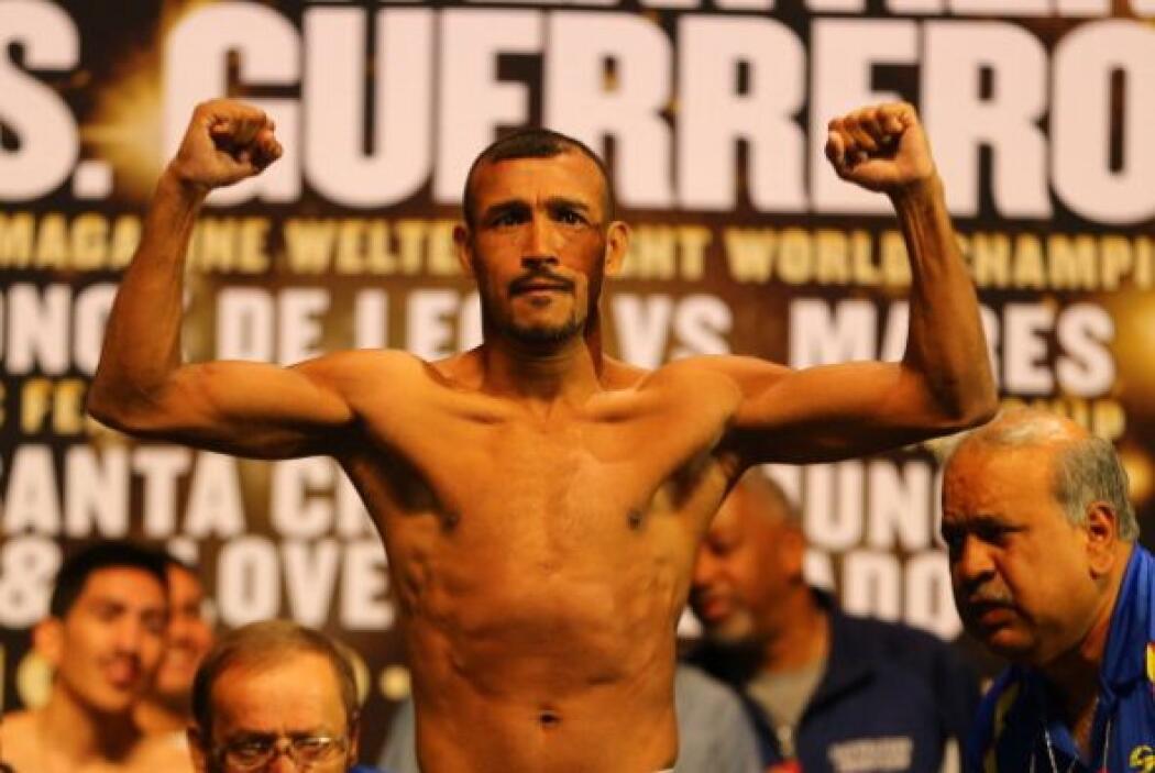 Muñoz detuvo la balanza en 121 libras.
