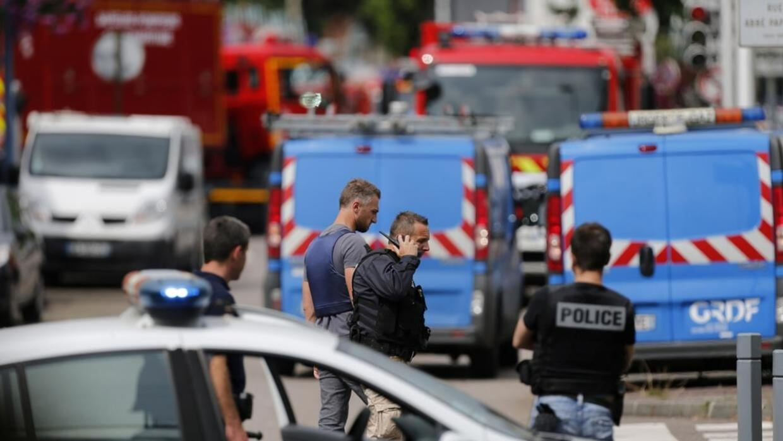 Dos sujetos abatidos tras dar muerte a sacerdote en iglesia de Francia