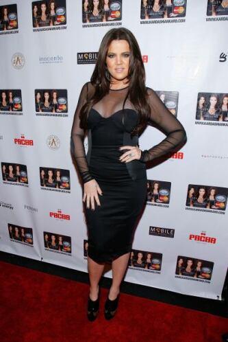¿O el vestido era diminuto o no había de su talla? Porque se le ve tan a...