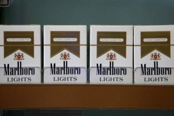 9. MARLBORO. Este gigante del tabaco cayó un sitio; tiene un valor estim...