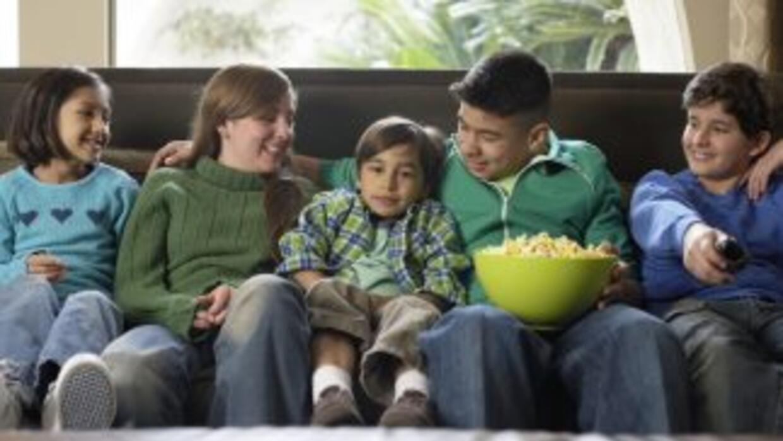 Entra en el espíritu de Thanksgiving, viendo junto a tu familia una de e...