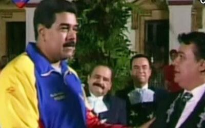 DAM Juan Gabriel le canta a Nicolás Maduro