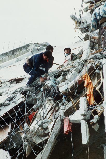 Terrenos baldíos llenos de escombros, edificios vacíos y construcciones...