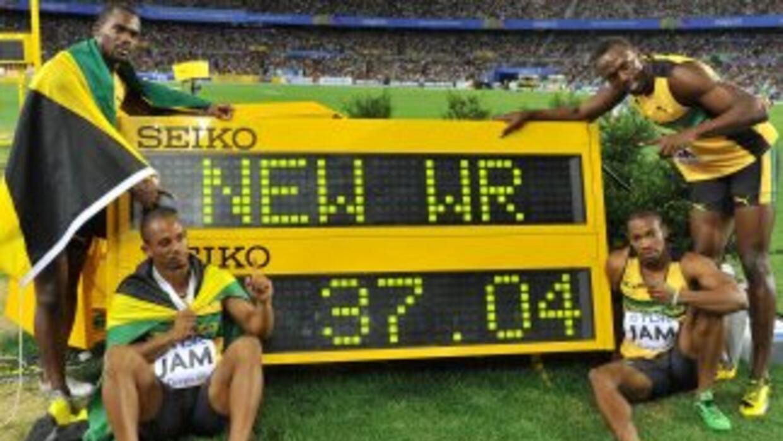 Usain Bolt, Nesta Carter, Michael Frater y Yohan Blake pararon el crono...