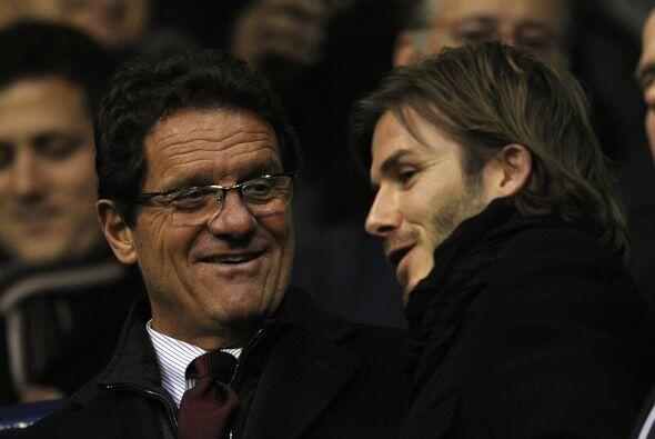 A su lado estuvo Fabio Capello, técnico de la escuadra inglesa.