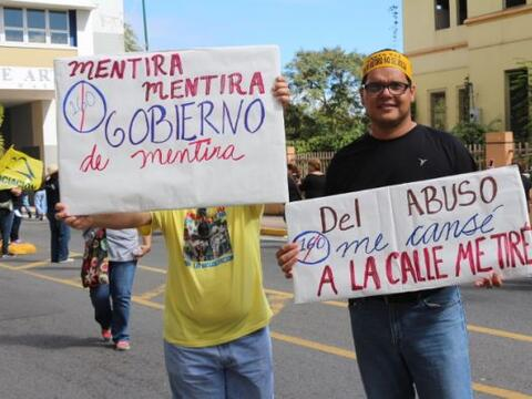 Maestros llevan su protesta al Centro de Bellas Artes y dijeron es...