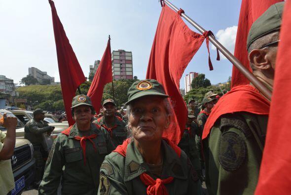 Simpatizantes del presidente de Venezuela, Hugo Chávez, salieron a las c...