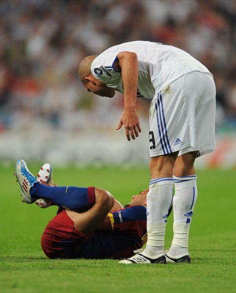 Luego vino una ´plancha voladora´de Pepe contra Dani Alves.