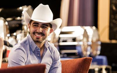 El cantautor mexicano también respondió a las preguntas de algunos estud...