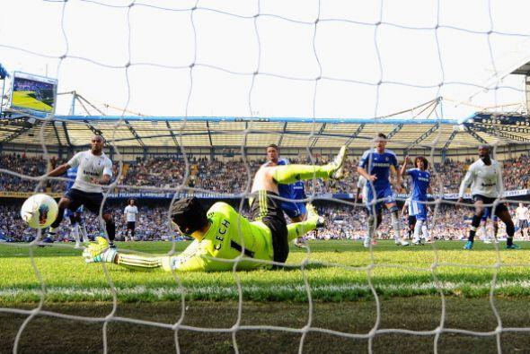 Tottenham pudo haber marcado al final pero nuevamente Petr Cech la sac&o...