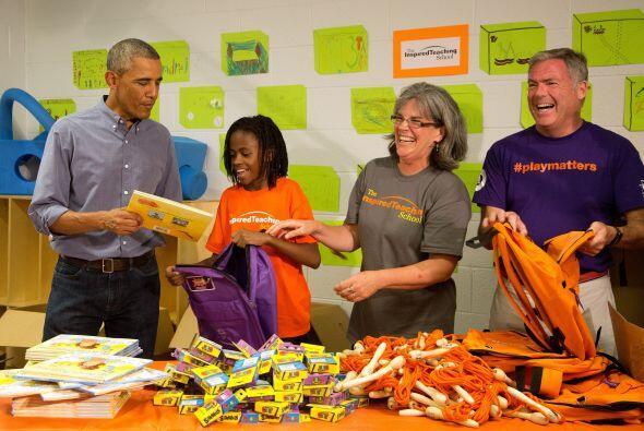 El presidente Barack Obama y su esposa Michelle, llegaron de sorpresa a...