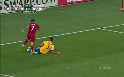 Penalti!! Falta de Eric Miller sobre Juan Manuel Martínez dentro del área