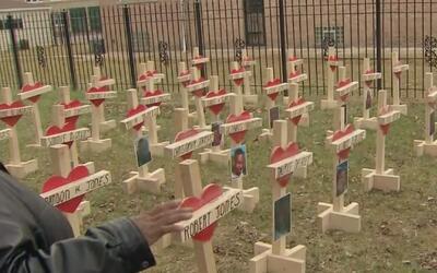 Homenaje con cruces para las víctimas de la violencia en Chicago