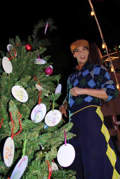 2.- Y si el árbol quieres decorar...  La temporada de navidad en Univers...
