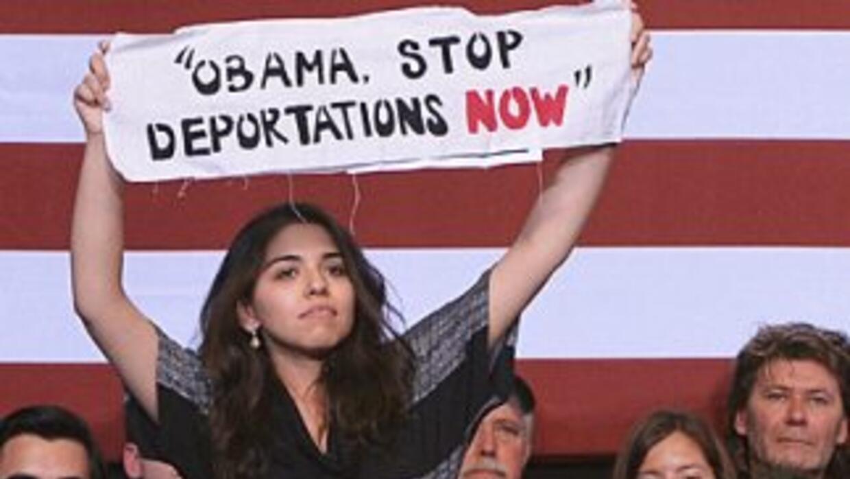 Una activista interrumpe un discurso del Presidente Barack Obama en Chic...