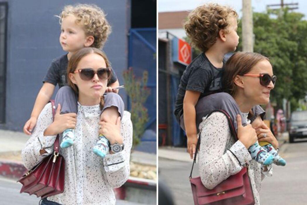 Natalie Portman no solo es bella, sino musculosa ¡Cargó en hombros a su...