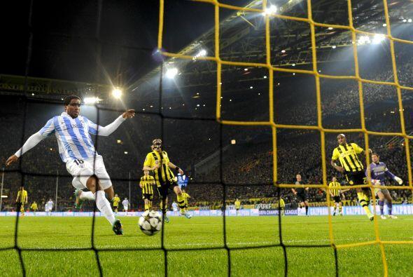 Empujó el balón a las redes y pusó nuevamente arriba al Málaga.