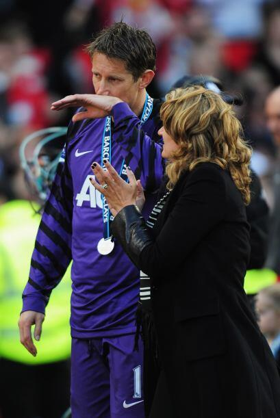 También llora Edwin Van der Sar, portero del Manchester United. P...