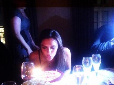 Para celebrar su cumpleaños número 40, Victoria arm&oacute...