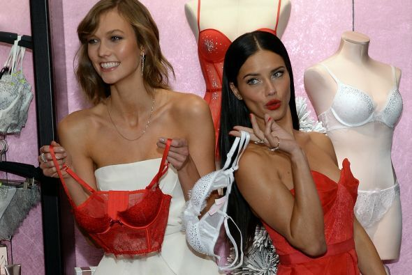 Adriana Lima te desea una Feliz Navidad- Conoce la nueva colección de Vi...