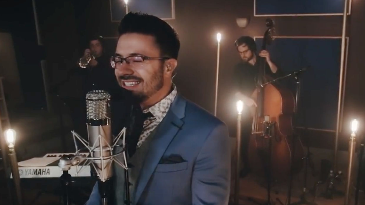 Danny Gokey en su video 'Que tu corazón vuelva a latir (Tropical rem...