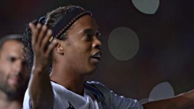 Ronaldinho abrió el marcador en el Morelos.