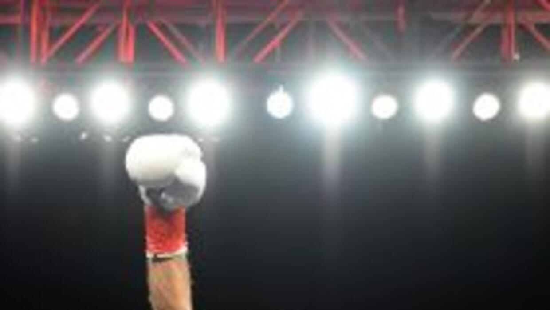 Jhonny González enfrentará a Gary Russell.
