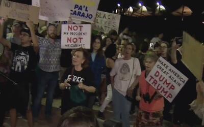 Gritando consignas comunistas, ciudadanos en Downtown Miami rechazaron l...
