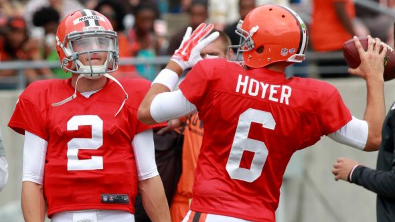 La guerra de QBs en Cleveland se la llevó Hoyer (AP-NFL).