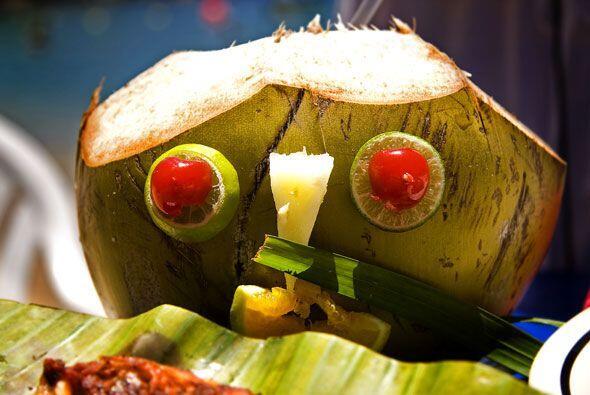 Y para acompa?ar: una deliciosa agua de coco natural.