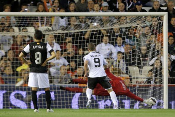 Dos minutos después de su primer gol, Soldado repitió de p...