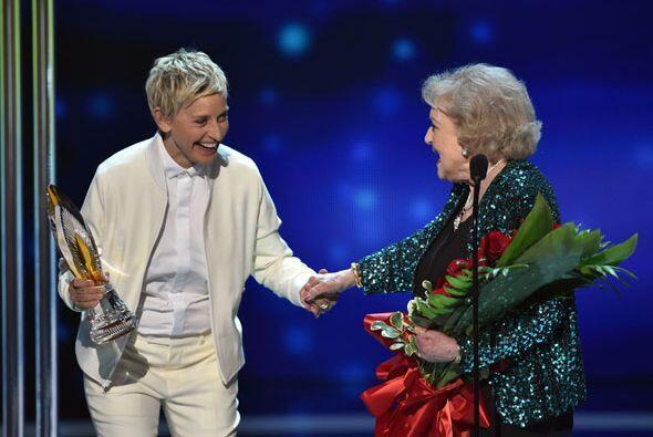 Y aprovechó para presentar la categoría de Icono de TV favorita a Betty...