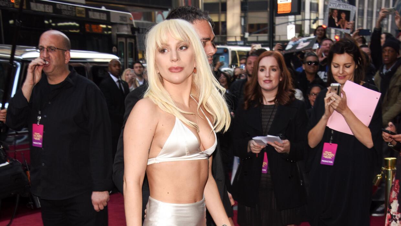 Una de las recientes y clásicas apuestas de Lady Gaga en las galas.