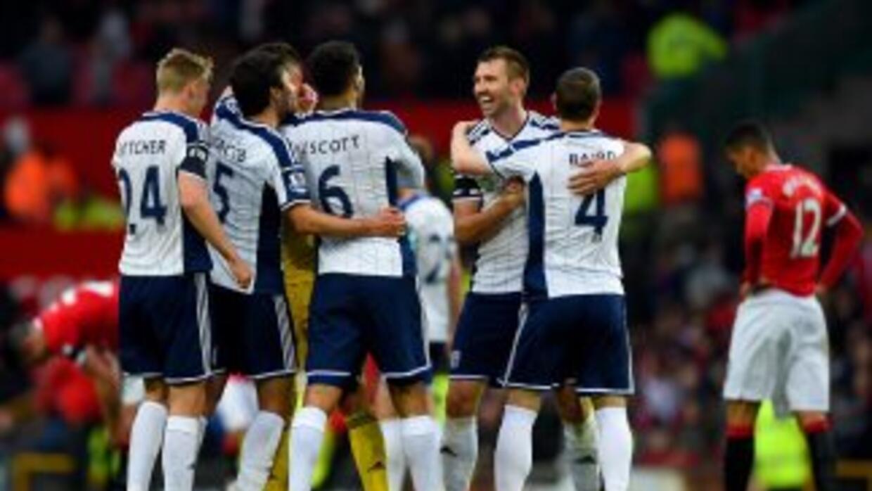 El West Bromwich celebra su triunfo ante el alicaído Manchester United.