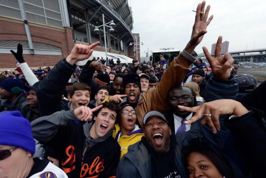 Los campeones del Super Bowl XLVII, los Baltimore Ravens, celebraron por...