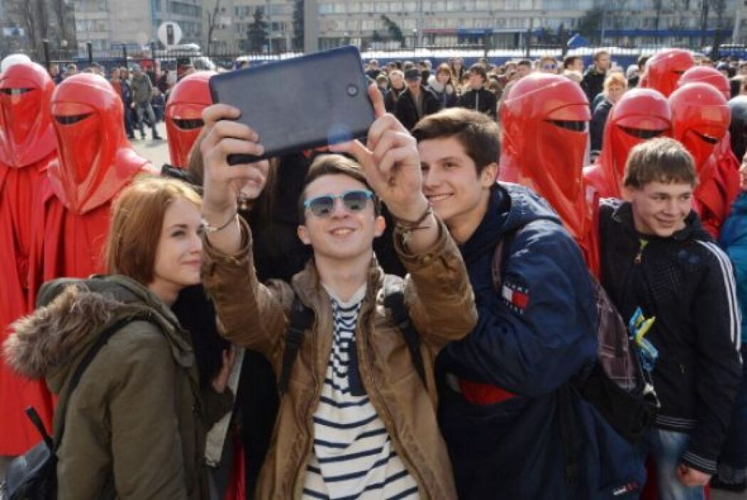 """Y ¿dónde toman esta """"selfie""""? se trata de los festejos celebrados frente..."""