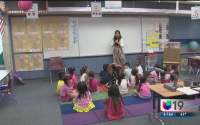 Imparten clases de mandarín a niños en CA