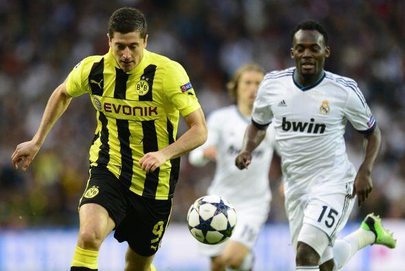 La tónica del juego en los primeros minutos era a un Madrid volcado al a...