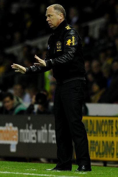 Por ahora el fútbol le sonríe a Mano Menezes, la selección gana aunque a...
