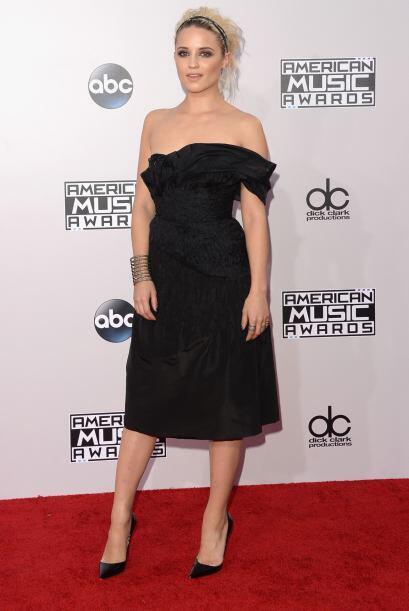 La actriz Dianna Agron es de hombro caído.