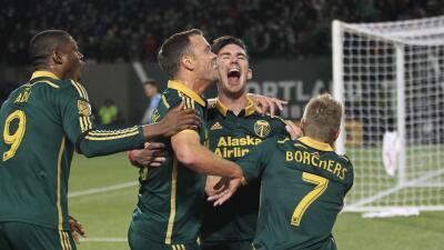 Portland Timbers celebran gol de Liam Ridgewell